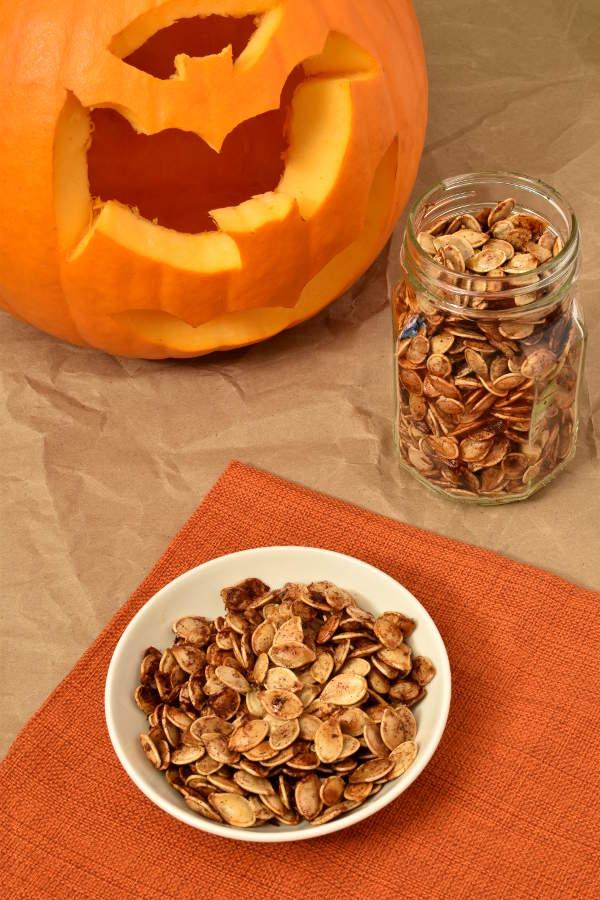 Maple Cinnamon Roasted Pumpkin Seeds | WednesdayNightCafe.com