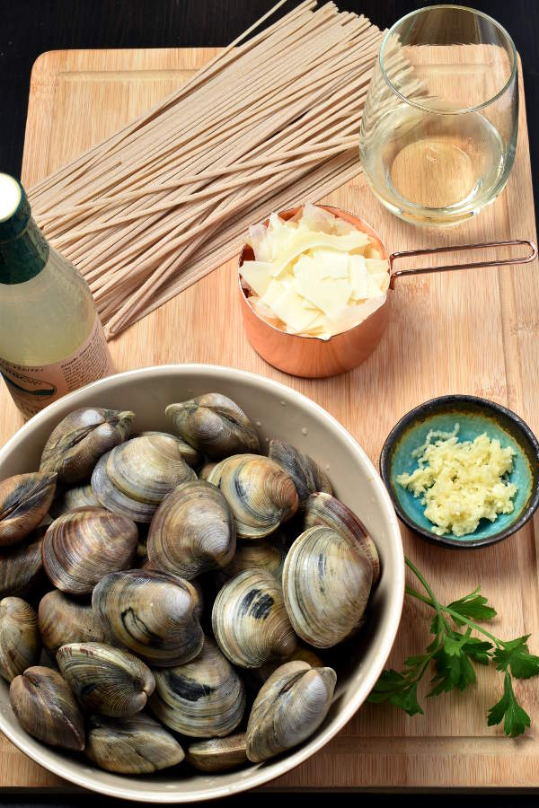 Linguine with Clam Sauce | WednesdayNightCafe.com