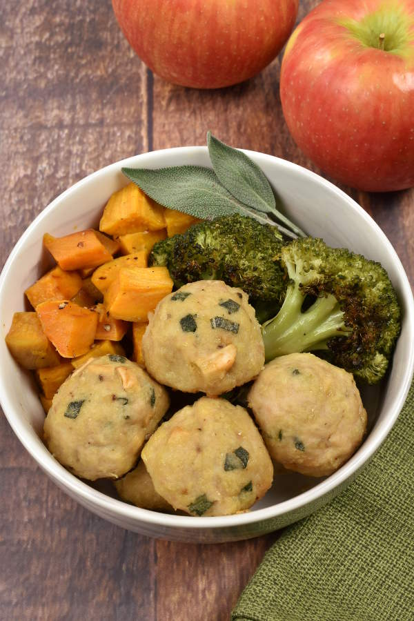 Baked Chicken Apple Meatballs| WednesdayNightCafe.com